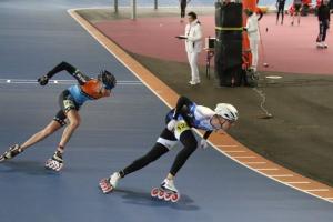 Tom gaf in de serie van de 500 meter de latere winnaar Rémon Kwant flink partij